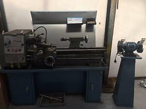 Herless Metal Bench Lathe With 3 & 4 Jaw Chucks 240-Volt Plug Breakwater Geelong City Preview