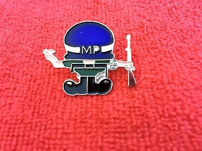 US ARMY MILITARY POLICE HAT/LAPEL PIN
