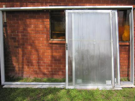 ALUMINIUM STACKER SLIDING DOOR 3 PANEL H: 2110 W: 3620 Gladesville Ryde Area Preview