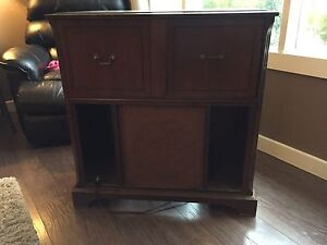 Antique Wood Cabinet Record Player & Radio (Working!)