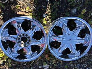 Crome rims have 4 with center pieces /off 2009 Malibu