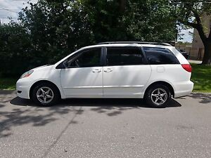 2007 Toyota Sienna LE 8 SEATER  LOADED VERY CLEAN AND CERTIFIED$