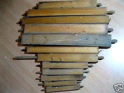 12 alte Orgelpfeifen aus Holz, von ehemaliger Kirchenorgel / Orgelpfeife alt