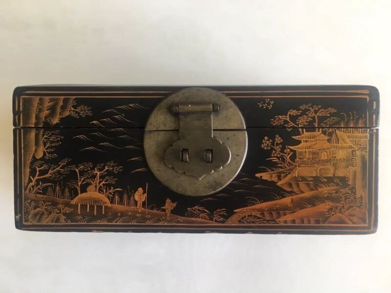 Antique Chinese Lacquer Box with Landscape Design (19th Century)