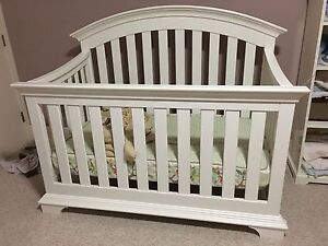 Simmons 4-in-1 Baby crib