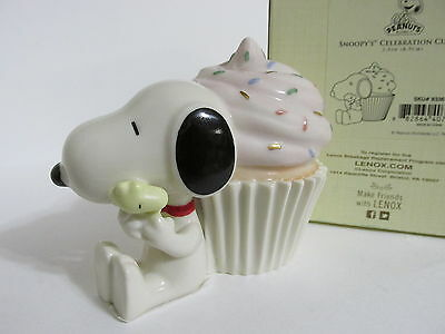 SNOOPY PEANUTS CHARLIE BROWN LENOX FINE IVORY CHINA BIRTHDAY CUPCAKE FIGURE 2012 (Snoopy Cupcakes)