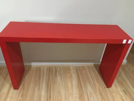 Removable bed table with wheel