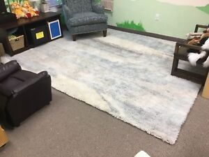 Beautiful 100% real wool high pile 8'x10' shag carpet