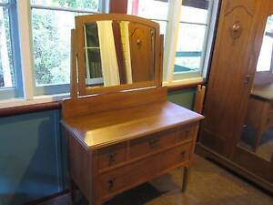 Antique Dressing Table with Beveled Mirror Byabarra Port Macquarie City Preview