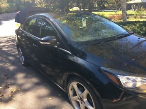 Ford Focus Titanium w leather and sport packages