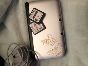 Great condition 3ds. Comes with 2 games and 1 game built in