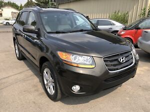 2011 Hyundai Santa Fe V6 AWD SUV - Leather, heated seats