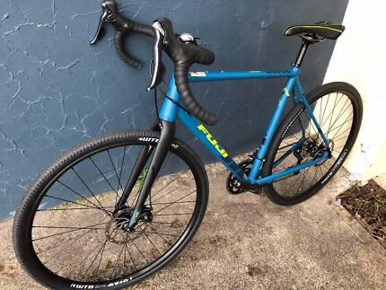 FUJI Jari 1.7 Road/Gravel Bike