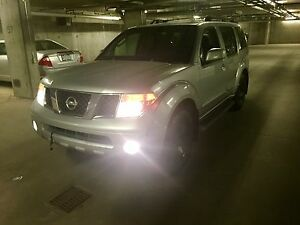 2005 Nissan Pathfinder 4x4 7 Passenger * Read the ad please *