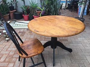 Round Table and 4 Bentwood Style Chairs Marangaroo Wanneroo Area Preview