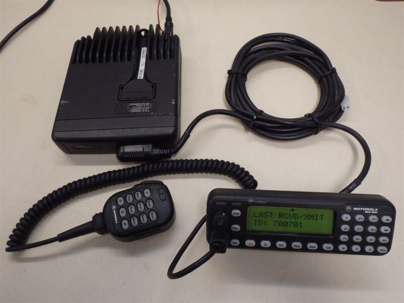 Motorola MCS 2000 Flashport Two Way Radio, Model MO1HX+834W