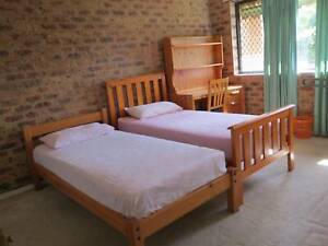 Extra Large Room - walk to Westfield Garden City shopping centre