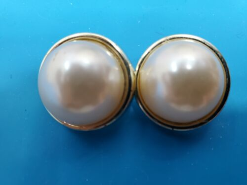 Vintage Faux Pearl Clip On Earrings Round Gold Tone @ trueblue0080 - L54