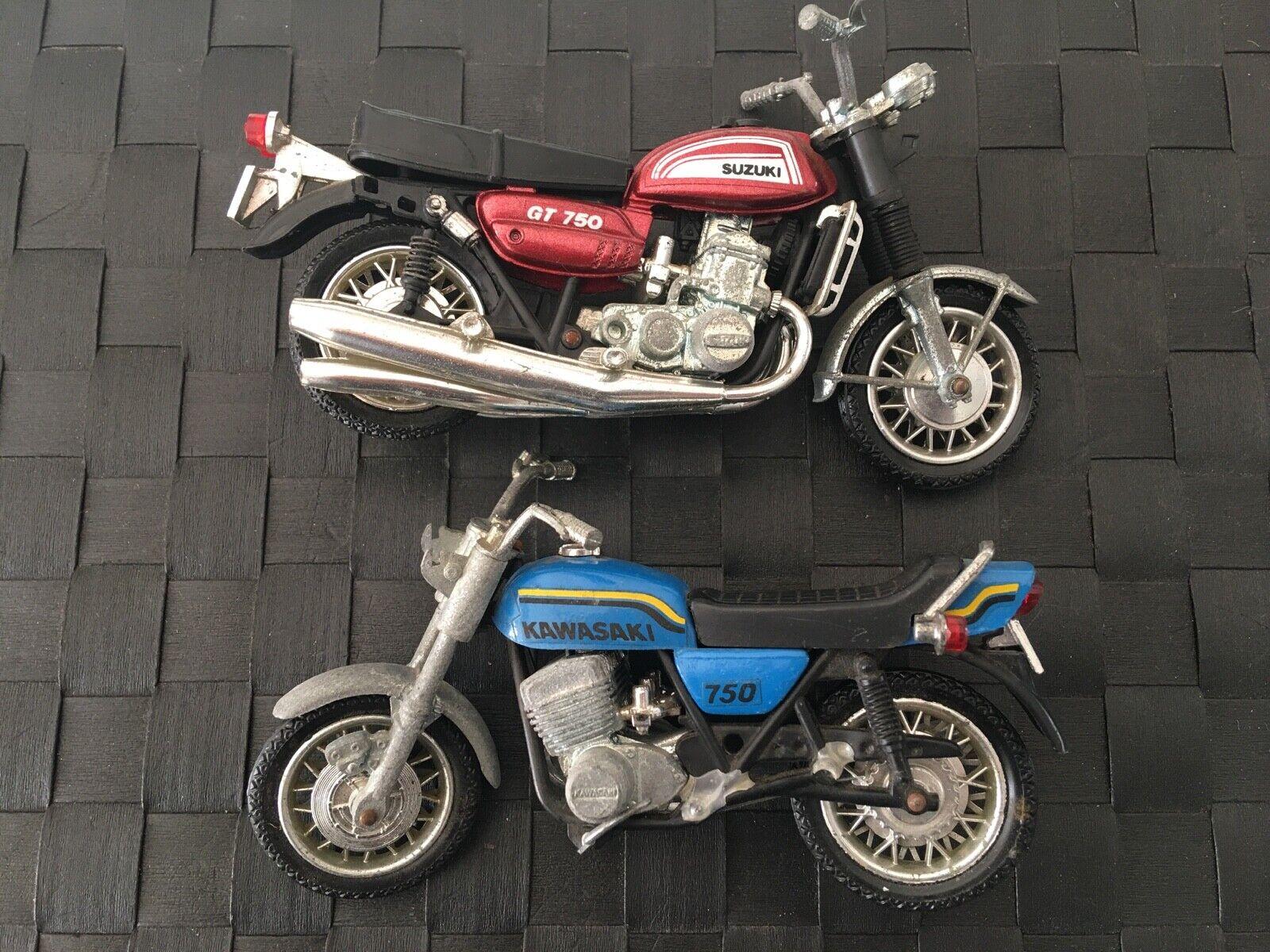 2 anciennes motos miniatures polistil