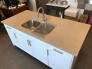 Quartz island with sink (Showroom unit)