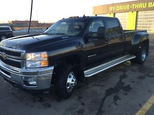 2011 chev dually LTZ. 50000 kms on NEW MOTOR