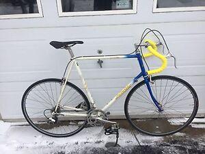 Vélo de route la course 60 cm pneus et tube Neuf mise au point