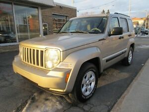 2010 Jeep Liberty NORTH **8 PNEUS**