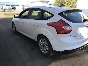 2012 Ford focus SE Heated Mirrors, Heated Seats.