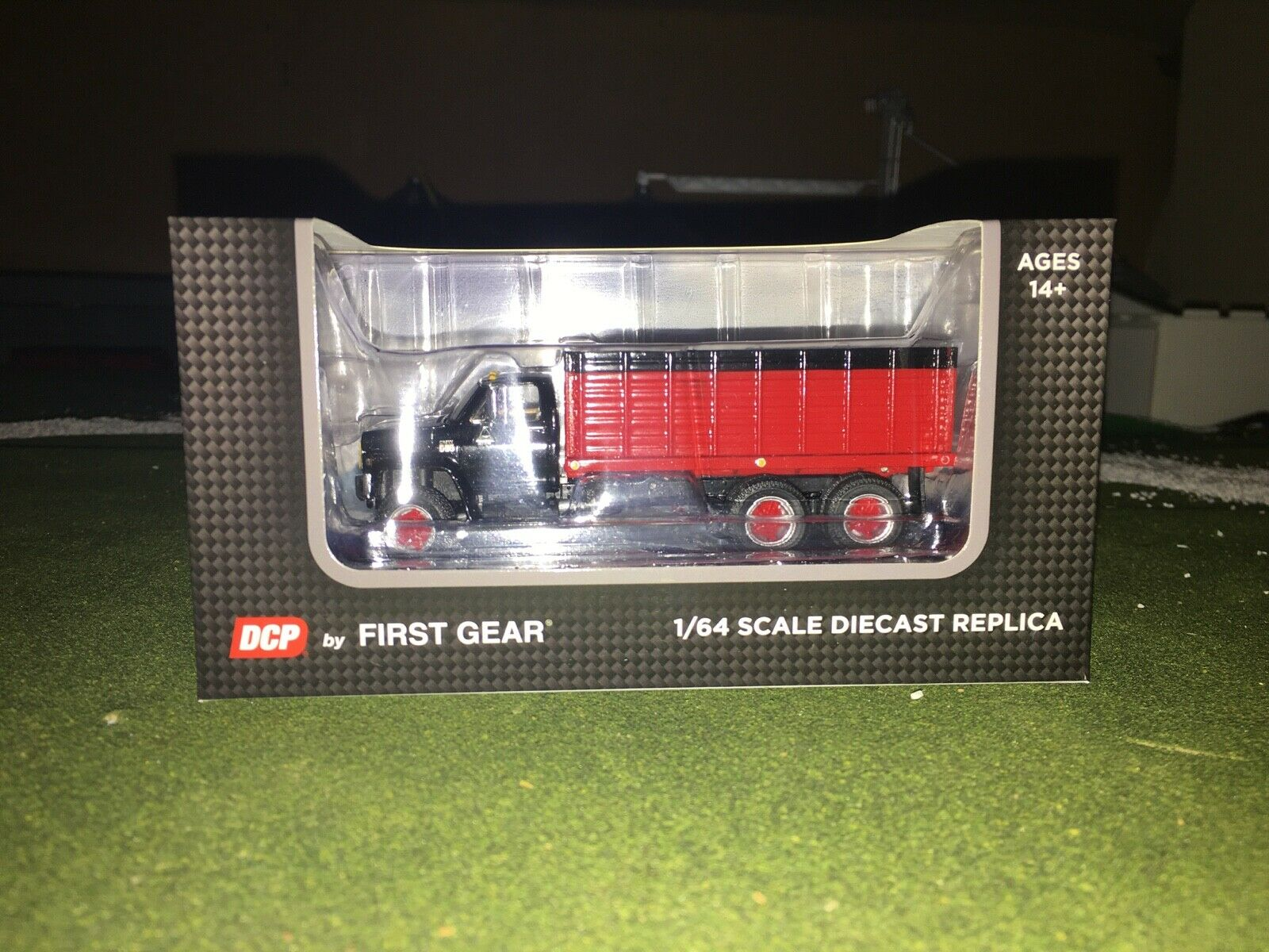 1/64 DCP BY FIRST GEAR BLACK/RED CHEVY C65 TANDEM AXLE GRAIN TRUCK 9
