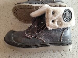 Winter boots, size 9