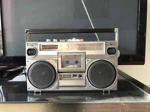 Hitachi ghetto blaster speaker Cassette/radio.