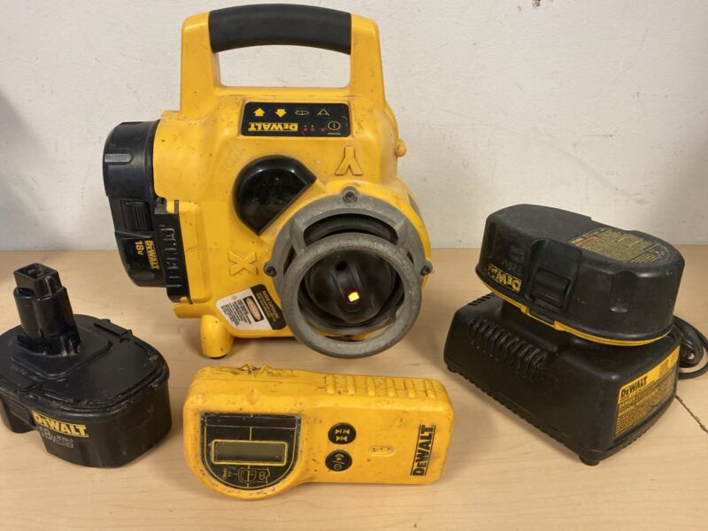 DEWALT DW077 Cordless Rotary Laser level W/ CHARGER AND LASER DETECTOR
