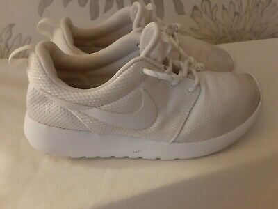 Nike WOMEN'S Roshe One Shoe White/white Trainer 511882-111 Wedge Sz 5 used
