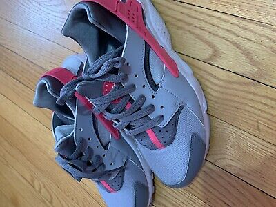 nike huarache women Size 7y Pink Grey And White
