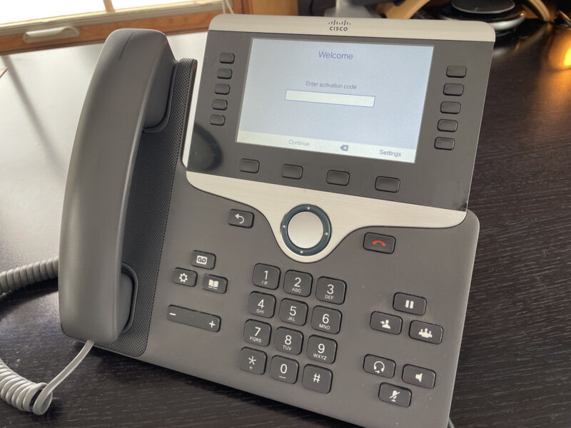 Cisco CP-8851-3PCC-K9= IP Phone 8851 with Multiplatform Firmware - Charcoal