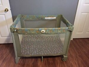 Graco easy-to-carry playpen