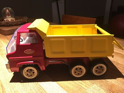Toy Red / Yellow Tonka Hauling Dump Truck Antique /Vintage