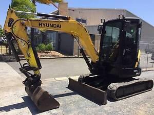 HYUNDAI R35Z-7 MINI EXCAVATOR Arundel Gold Coast City Preview