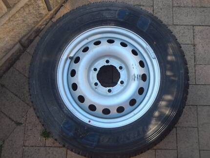 NEW Toyota Hilux rim and tyre Dunlop Grandtrek AT20 225/70R