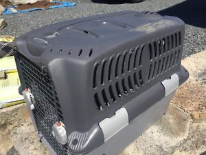 Large pet carrier / crate