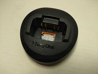 Motorola Mag One Desktop Charger PMLN5041A BASE AND ADAPTER