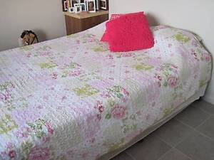 QUEEN SIZE bed and base Peak Crossing Ipswich City Preview