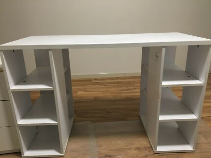 White Desk And Drawers