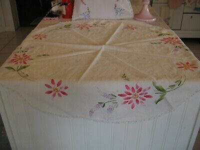 Round Tables With Runners (Cute Vintage Embroidered Round Table Topper Doily With Pink Flowers &)