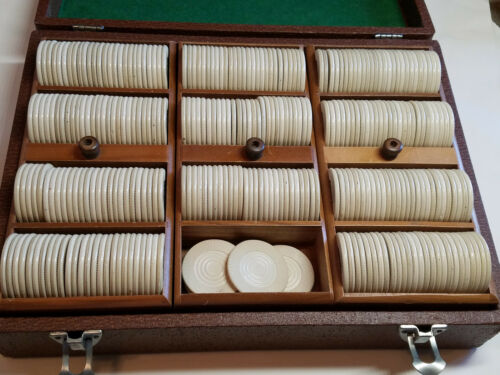 Vintage Clay Poker Chip Set in LOWES Wood Box / Case 300 Chips + 2 Decks Cards