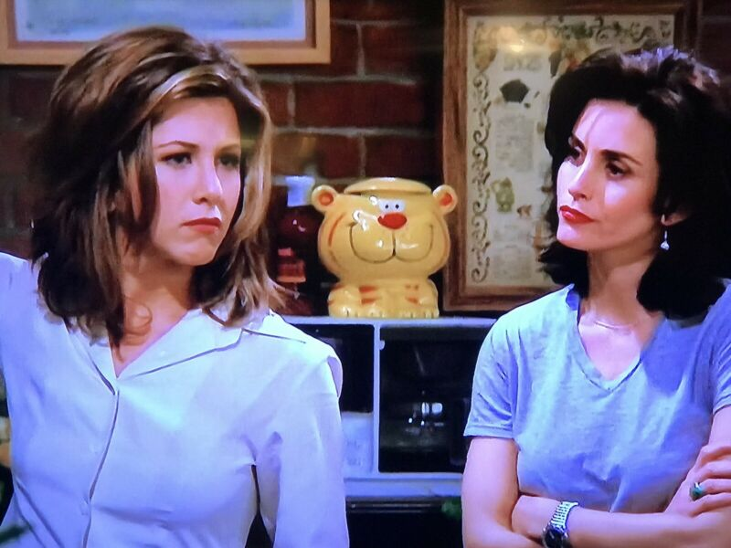SUPER RARE COOKIE JAR AS SEEN ON TV SHOW FRIENDS TIGER, NOT COOKIE TIME