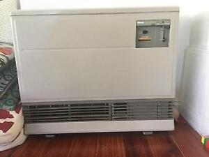 Ranni Enerysaver 551FT gas wall heater Seaford Frankston Area Preview