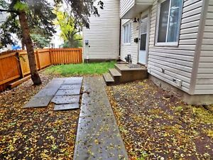 HALF MONTH FREE - 2 STOREY 3 BDRM TOWNHOUSE IN CALLINGWOOD