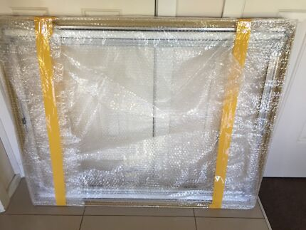 Dometic Seitz S4  internal window frame with blind and screen