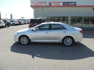 2012 Toyota Camry XLE Local One Owner, Leather, Navi, Heated...
